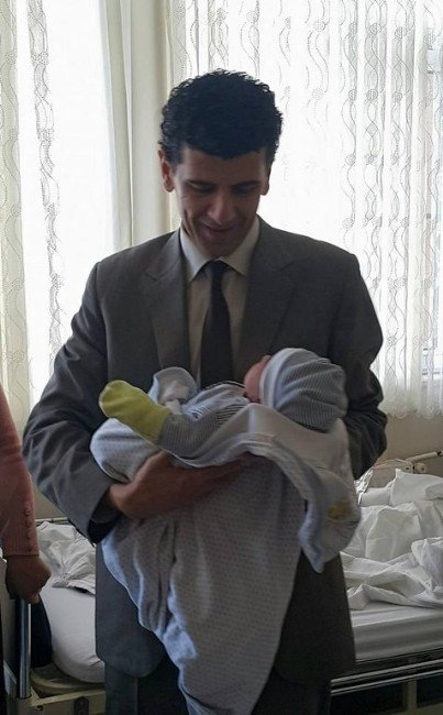 Uşak'ta Yeni Yılın İlk Bebeği Sabah Karşı Dünyaya Geldi