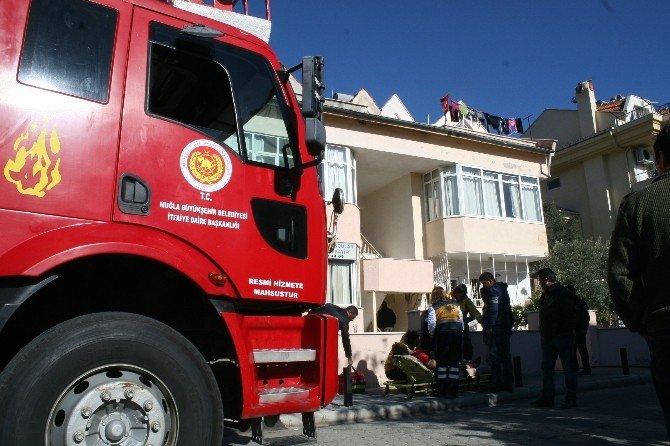Marmaris'te Ev Yangını; 1 Yaralı