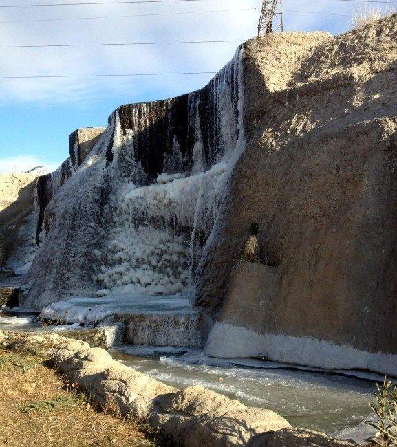 Donan Şelalede Muhteşem Manzara