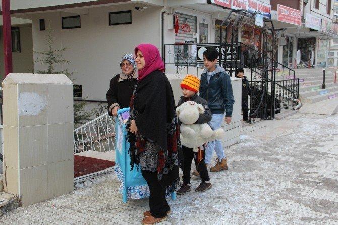 AK Parti'den İhtiyaç Sahiplerine Yardım