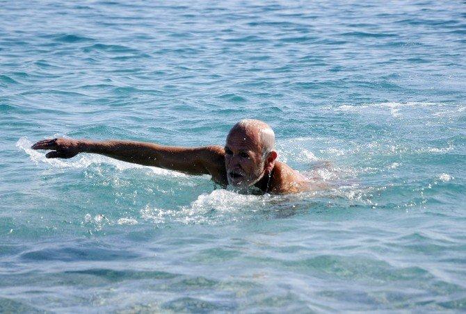 Antalya'da Kar Alarmı Öncesi Deniz Ve Güneş Keyfi