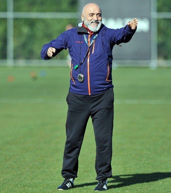 """Hikmet Karaman: """"Hem Teknik Adamları Hem De Türk Futbolunu Korumak Gerekir"""""""