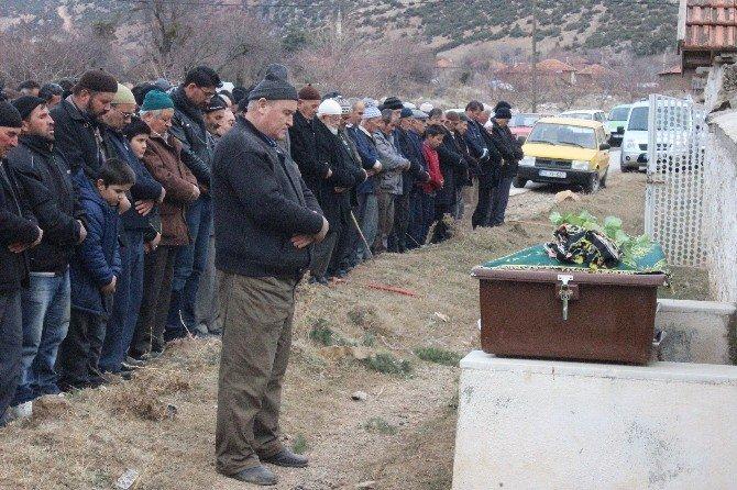 Define Ararken Patlatılan Dinamit Sonucu Ölen Şahıs Toprağa Verildi