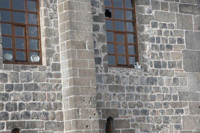 Sur'da Devam Eden Çatışmadan Ulu Cami'de Nasibini Aldı