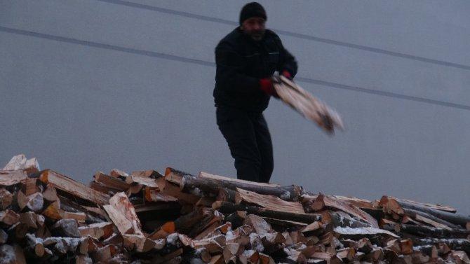 Kış odun ve kömür satıcılarının yüzünü güldürmedi