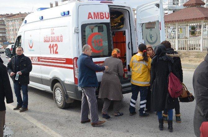 Tosya-çorum Kavşağında Trafik Kazası: 9 Yaralı