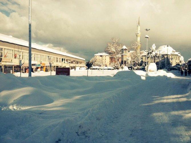 Kıcır'dan 'belediye, karla mücadele çalışması yapmıyor' iddiası