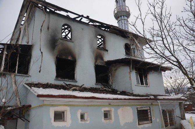 Sakarya'da 50 Yıllık Camide Yangın