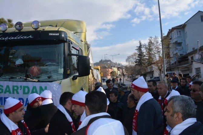 Niksar'dan Türkmenlere 2 Tır Yardım