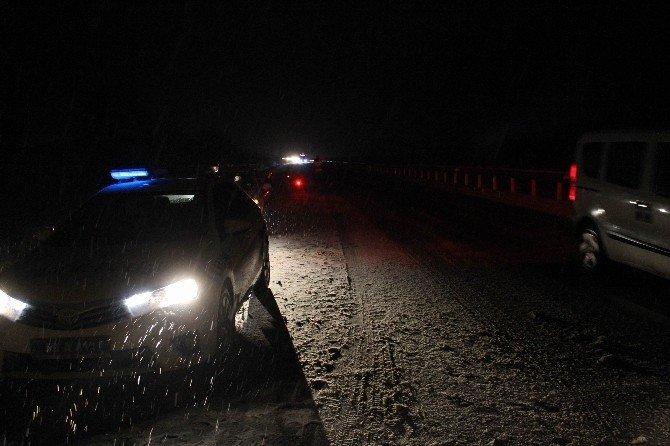 Kar Yağışıyla Gelen Trafik Kazası: 4 Yaralı