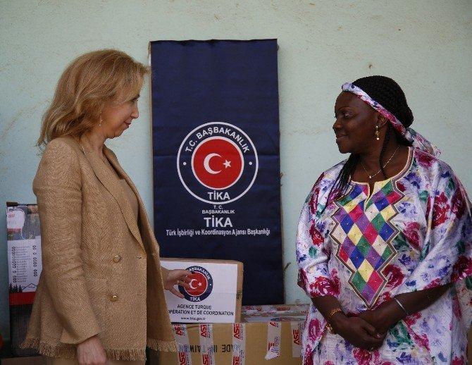 TİKA'dan Gine Bissau Sağlık Bakanlığına Malzeme Desteği