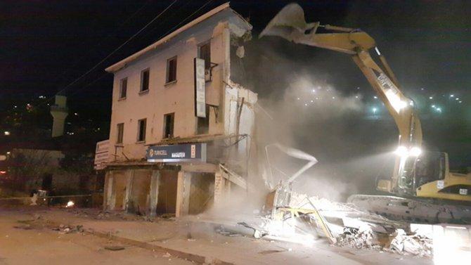 Antik tiyatro için engel olan 4 katlı otel yıkıldı