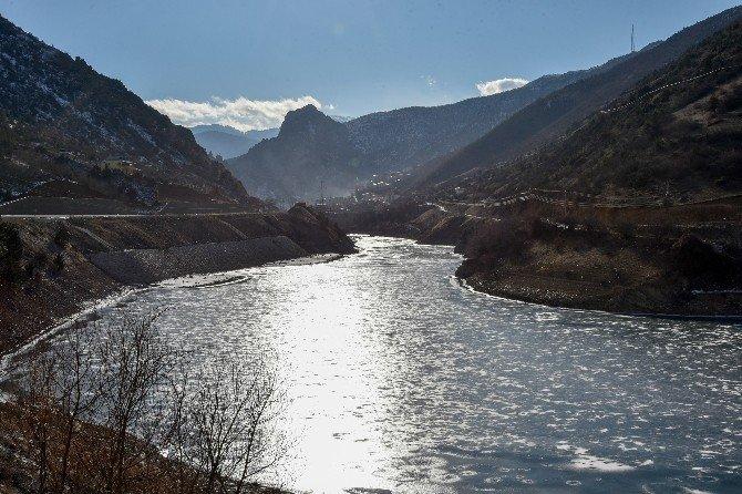 Gümüşhane'de Aşırı Soğuklar Barajları Dondurdu