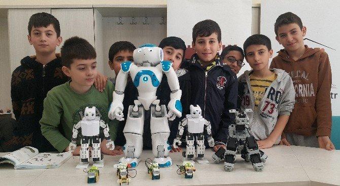 Geleceğin Mucitleri Robot Yapmayı Öğreniyor