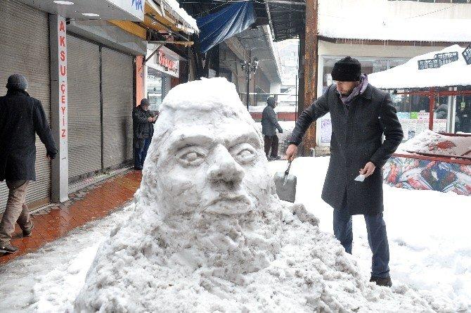 'Kardan İnsan Silueti' Büyük İlgi Gördü