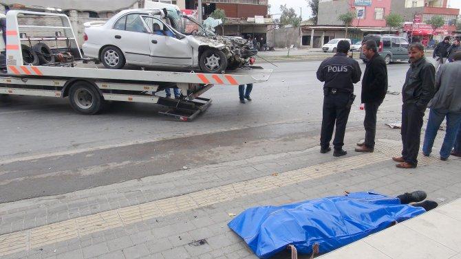 Kontrolden çıkan otomobil park halindeki kamyonete vurdu: 1 ölü 1 yaralı