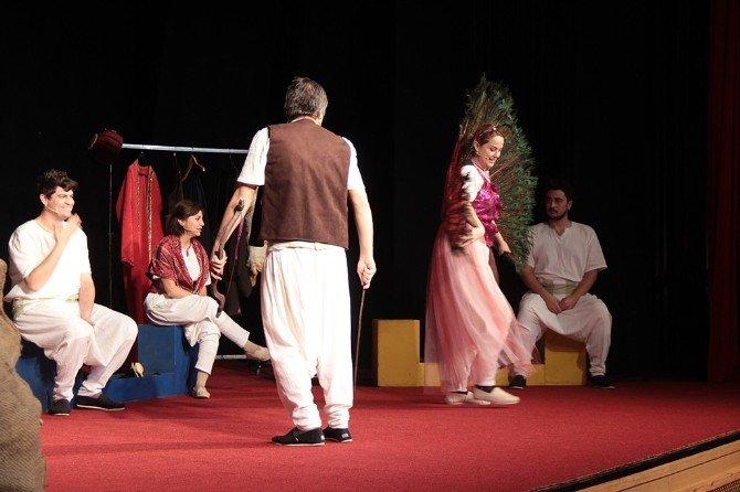 Minikler AKM'de 'Yusufçuk' Oyununu İzledi