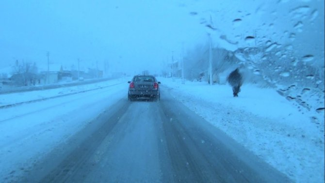 Kırşehir karayolunda şiddetli tipi ve kar yağışı devam ediyor