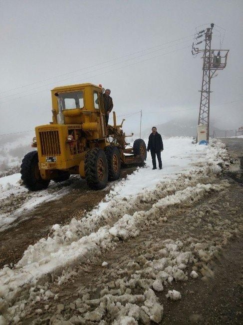 Kemer'de Karla Kaplı Yayla Yolları Açılıyor