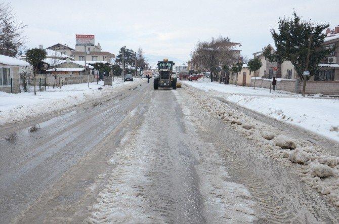 Kar Timleri Ara Sokaklara Girildi