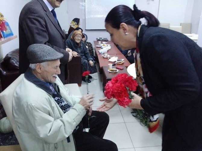 Başkan Güneş Huzur Evinde Ve Devlet Hastanesinde Yatmakta Olan Hastaları Ziyaret Etti