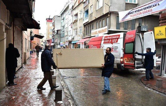 Beyoğlu'nda İhtiyaç Sahibi Ailelerin Yüzü Güldü