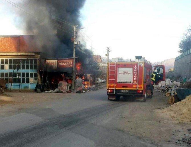 Beyşehir'de İş Yeri Alev Alev Yandı