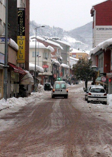 Bozkurt Belediyesi Cadde Ve Sokakları Kardan Temizledi