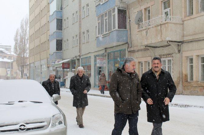 -25'i gören Bayburt'ta kar yağışı sonrası hava yumuşadı