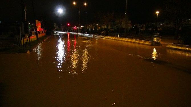 Çanakkale'de şiddetli yağmur etkili oldu