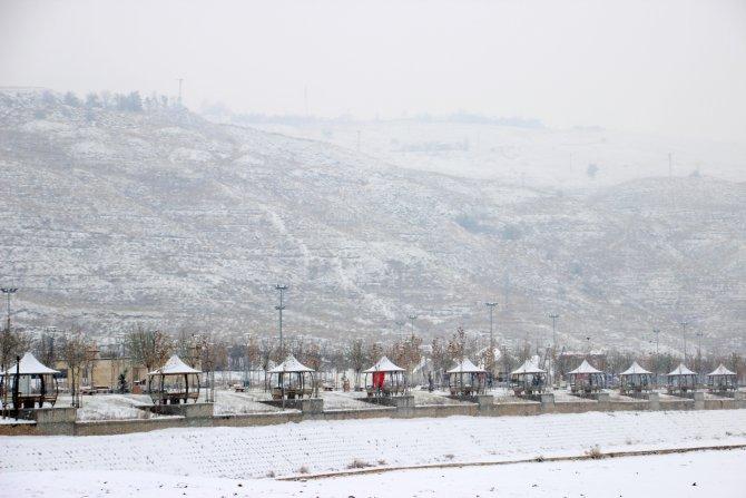 Çankırı merkeze yılın ilk karı yağdı