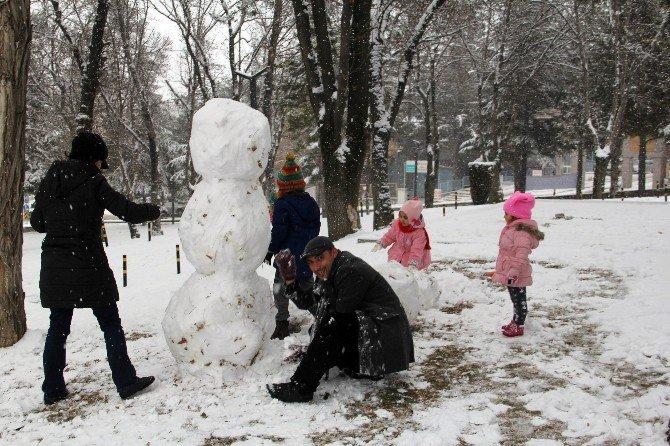 Çorum'da Kar Yağışı Hayatı Olumsuz Etkiliyor