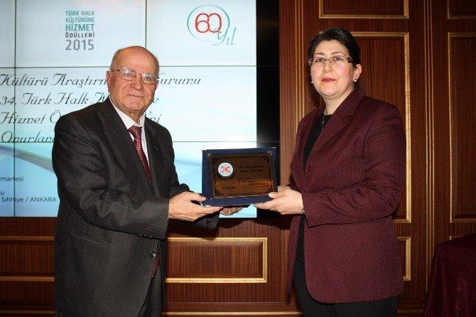 """Prof. Dr. H. Dilek Batislam'a """"Türk Halk Kültürüne Hizmet Ödülü"""""""