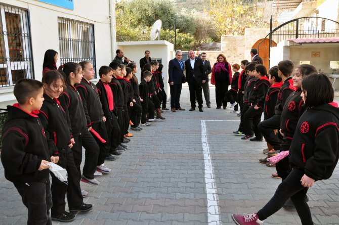 Milletvekili Tümer, restorasyonunu yaptığı okulu ziyaret etti