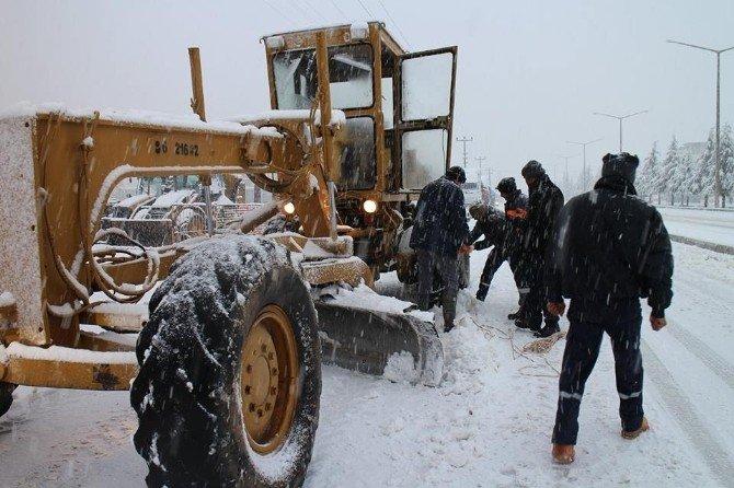 Kar Yağışı İlçelerde Etkili Oluyor