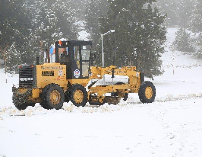 Büyükşehir Belediyesi Karla Mücadele Ediyor