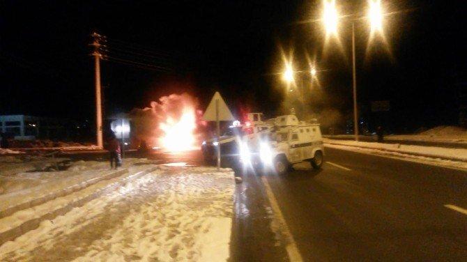 Teröristlerin Otobüsü Ateşe Verme Anı Kameralara Yansıdı