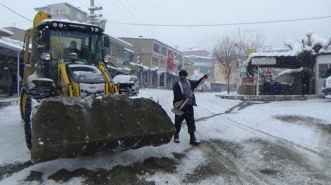 Kulp'ta Kar Hayatı Olumsuz Etkiledi