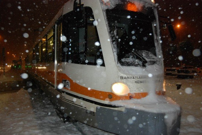 Aşırı Kar Tramvayları Zor Durumda Bıraktı