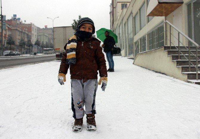 Gaziantep'te Öğrenci, Hasta Ve Hamilelere Kar İzni