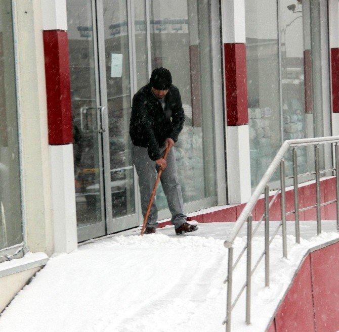 Kar Hayatı Olumsuz Etkiledi