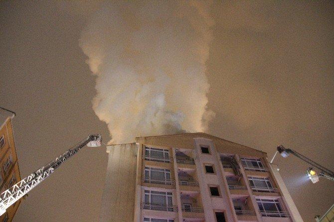 Gaziosmanpaşa'da 8 Katlı Bina Alev Alev Yandı