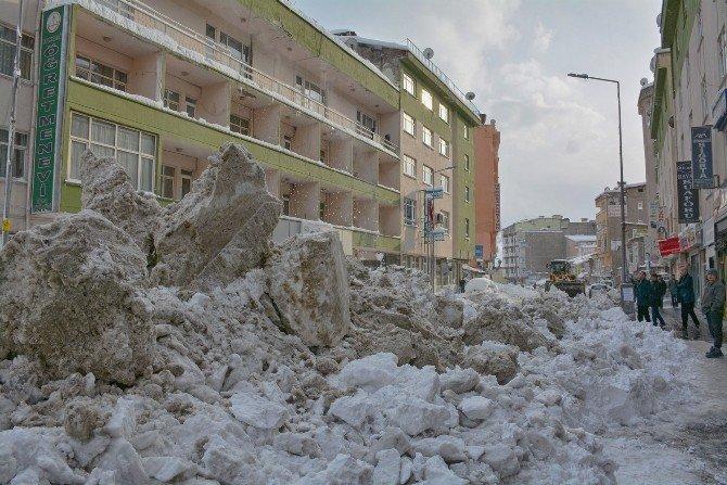 Hakkari'de 6 Bin Ton Kar Temizlendi