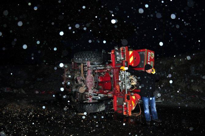 Gizli buzlanmadan arazöz devrildi: 5 işçi yaralı