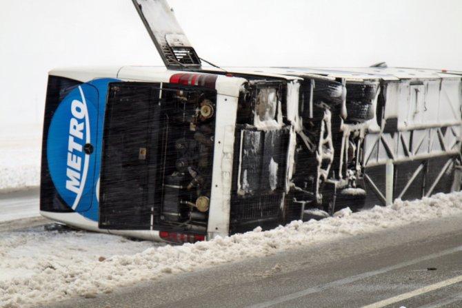 Kırşehir'de 2 otobüs daha devrildi: 4'ü ağır 50 yaralı