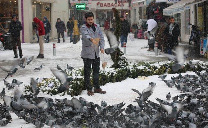 Çorum'da 82 köy yolu kapandı, okullar 1 gün kar tatil edildi