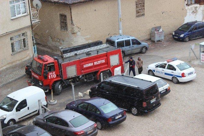 Sokakta Mahsur Kalan İtfaiye Aracını Polis Kurtardı