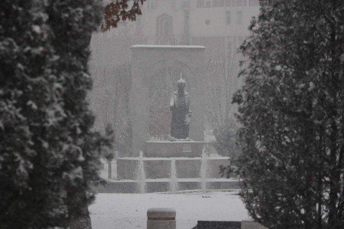 Kayseri'de Yoğun Kar Yağışı Etkili Oldu