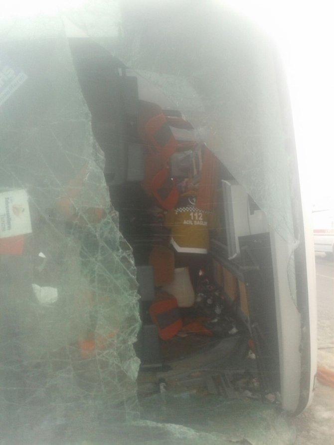 Kırşehir'de 2 otobüs daha devrildi: Yaralılar var