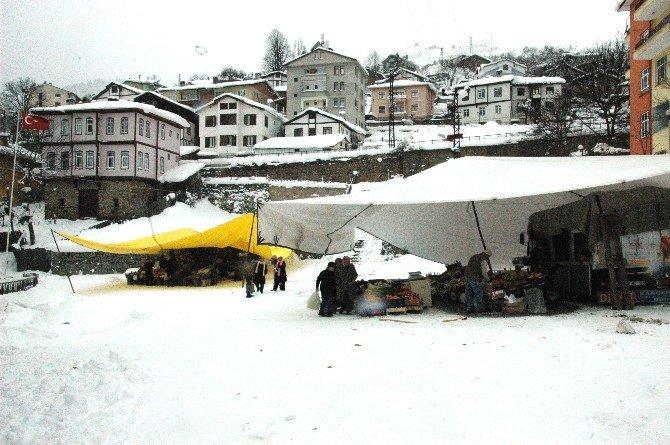 Kar Soğuğu Pazarı'da Vurdu
